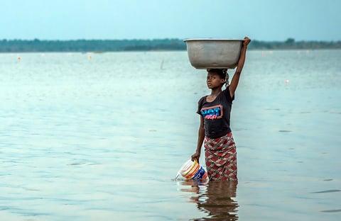 young_girl_lake_volta_ghana