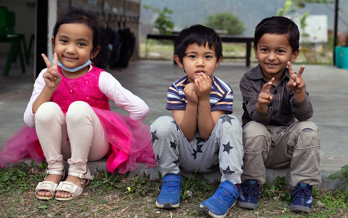 dream_school_younger_students_smiling
