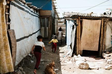 nepal_slums_kids_running