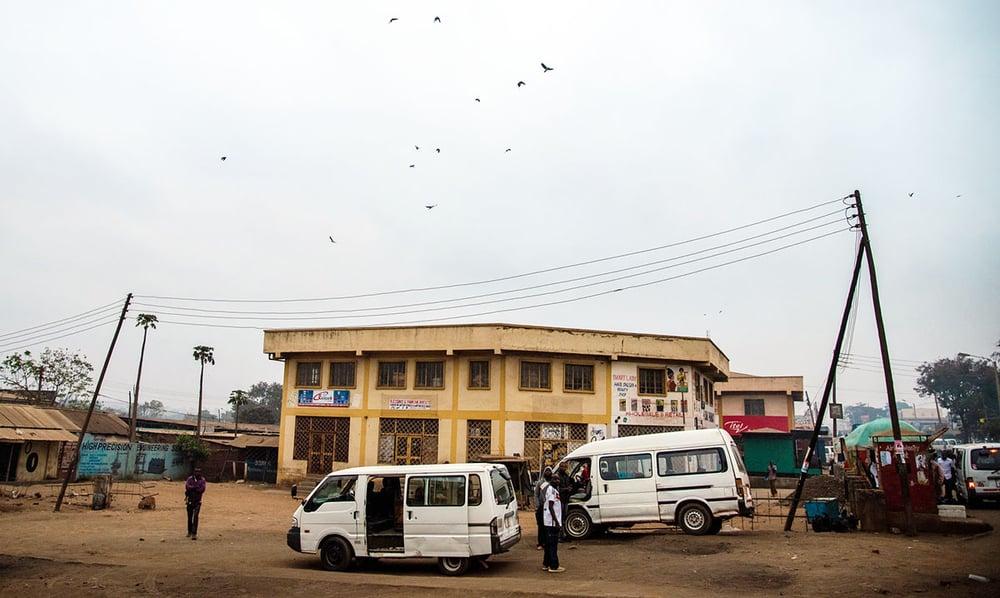 malawi_town_vans_buildings