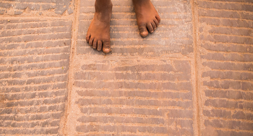 nepal_streets_childs_feet
